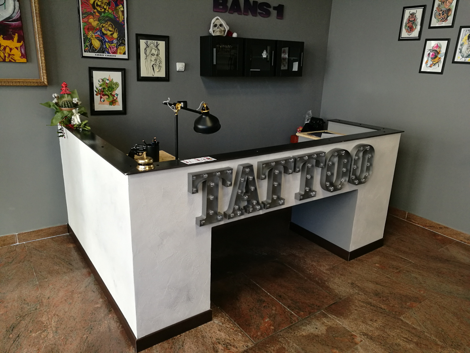 Arredo per studio tatuaggi arredo011 for Arredo studio design